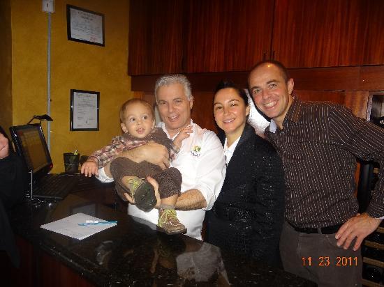 River Oaks: Notre petite famille et José