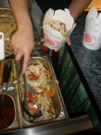 Asia Gourmet: Condimento dei noodles: in questo caso pollo e verdure