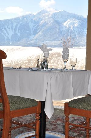 The Hillcrest Hotel, a Coast Resort: diningroom view winter