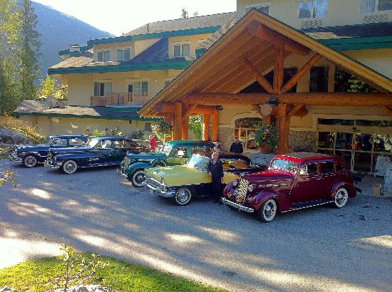The Hillcrest Hotel, a Coast Resort: Packards Car club