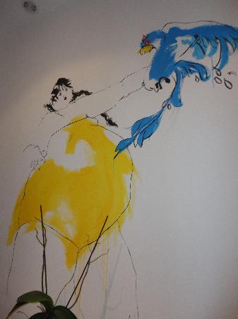 The Spot Central Hostel: Dibujo de las paredes del hostal