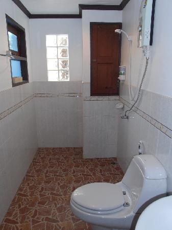 JJ Residence: Bathroom
