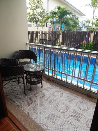 JJ Residence: Balcony