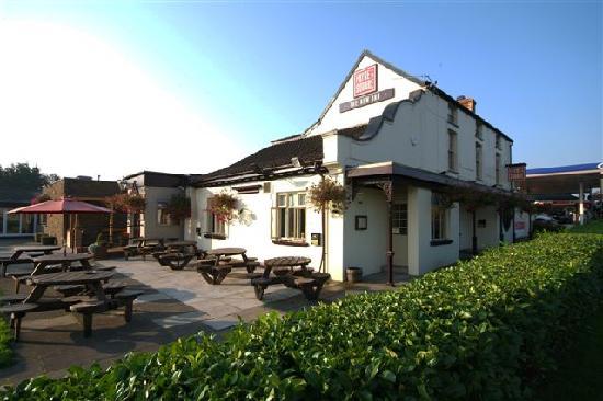 New Inn Hotel: Front of Pub