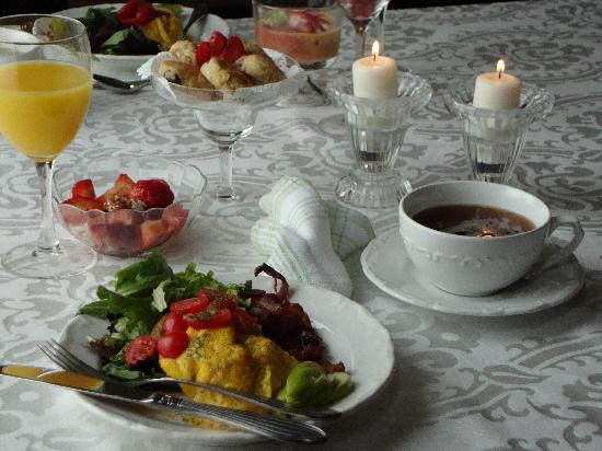 Hamilton House B&B: You will be served a full hot wholesome breakfast with a touch of indulgence