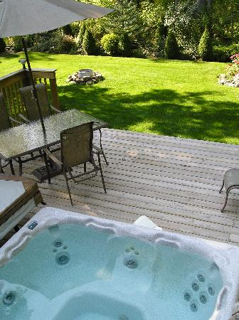 Tucked Inn the Harbour B&B: Your own backyard Hot Tub
