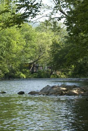 Econo Lodge Cherokee: Oconaluftee River