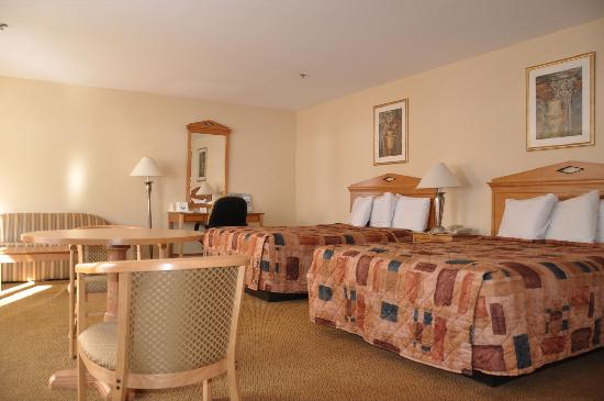 Days Inn Hamden: Business Suite