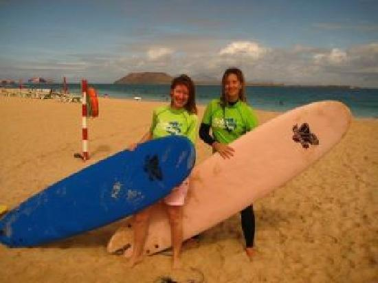 Auré & I surfing with Aloha Surf Academy