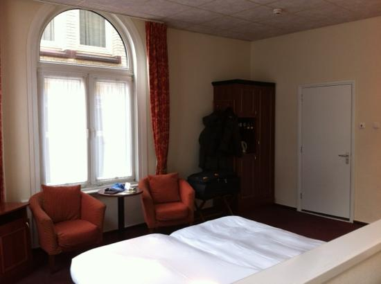 Hotel Amsterdam - De Roode Leeuw : view of our suite