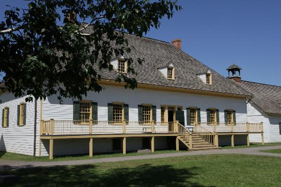 Fort William Historical Park: The Great Hall's rustic elegance.