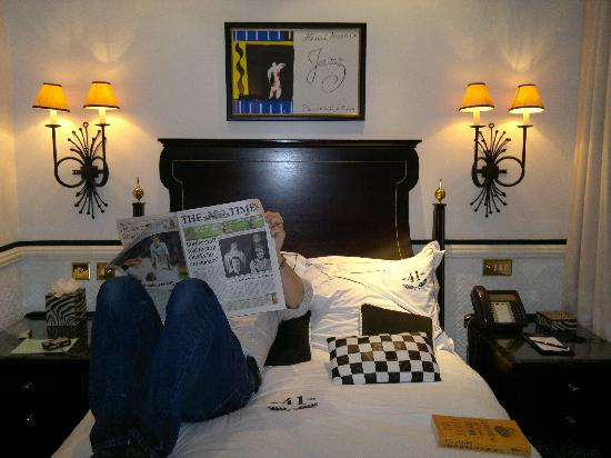 Hotel 41: Small bed