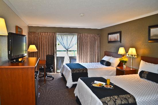 Fairmont Hot Springs Resort: Classic guestroom