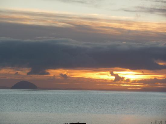 ‪‪Kintyre Cottages‬: Dawn and the Ailsa Craig‬
