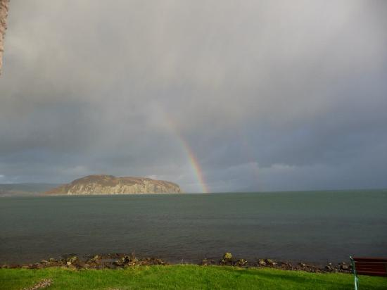 Kintyre Cottages : Rainbow over Davaar