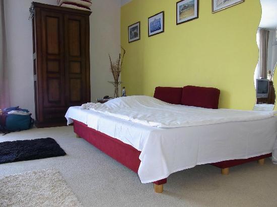 mein ausklappbares bett im zweibettzimmer my bed in the. Black Bedroom Furniture Sets. Home Design Ideas