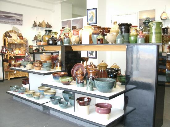 La Placa Pottery Works: view in the shop