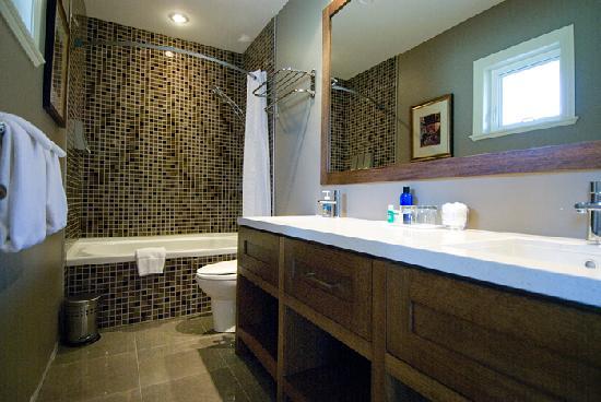 Granville House B&B: Birch Junior Suite bathroom tub/shower