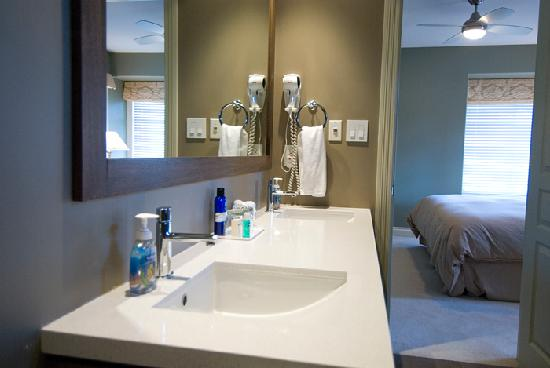 Granville House B&B: Birch Junior Suite bathroom vanity