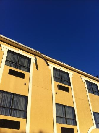 Comfort Suites - Near the Galleria: gutter