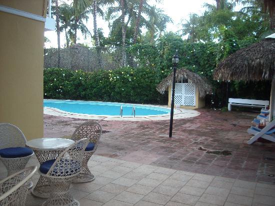 Cabana Elke : Ingresso al giardino ed alle stanze.