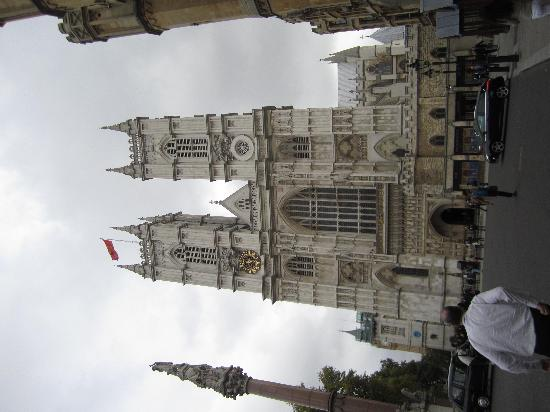 Bryan Gorin's Blue Badge Tours : Bryan walking us up to the Westminster Abbey