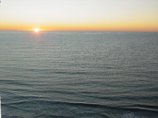 Beach Cove Resort: Sunrise from our Balcony