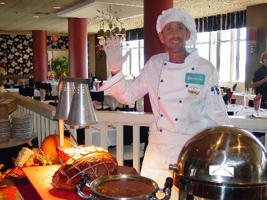 Beach Cove Resort: OUR CHEF FOR THANKSGIVING DINNER