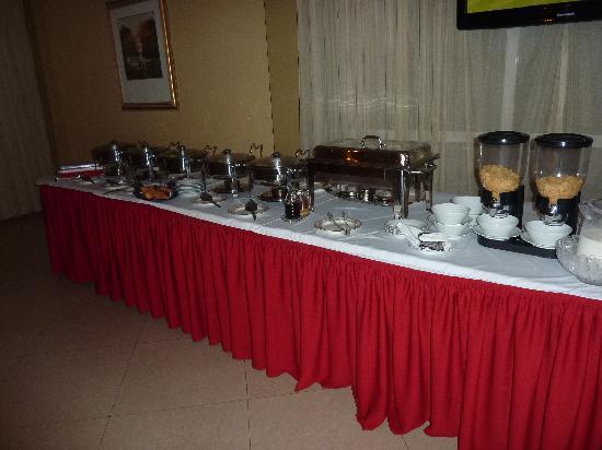 Addis Regency Hotel: Breakfast buffet table