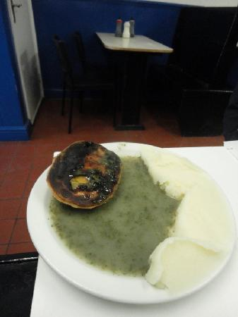 S & R Kelly & Sons: pie and mash