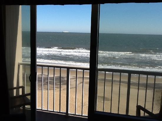 Hampton Inn Virginia Beach Oceanfront North: Right on the ocean!
