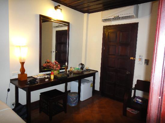 Villa Le Tam Tam: desk
