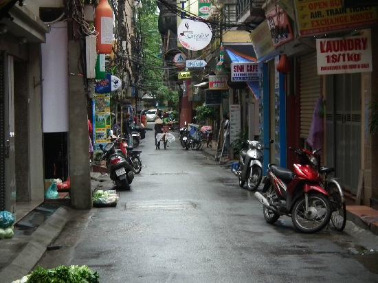Hanoi Lucky II Hotel: street of lucky hotel