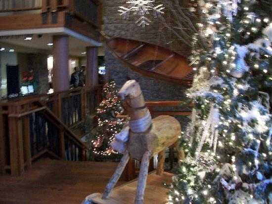 The Restaurant at Alderbrook : Christmas decor in lobby at Alderbrook