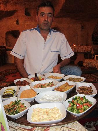 Topdeck Cave Restaurant: Mustafa and his mezes!  Scrumptious