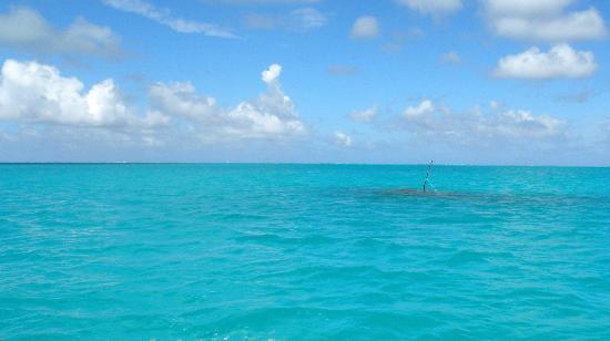 Aitutaki Lagoon: Heading out into the lagoon