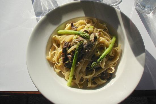 Studio Caf: Wild mushroom and asparagus risotto