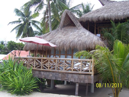The Coral Blue Oriental Beach Villas & Suites: Our nice place from the outside