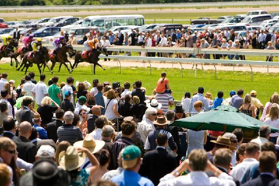 Горы Маседон, Австралия: Horse Racing at Kyneton