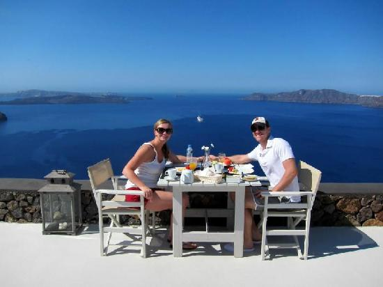 Aenaon Villas : Breakfast overlooking the Caldera