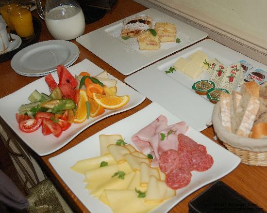 Hotel Nautilus: breakfast room service