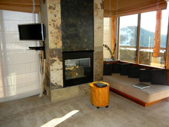 Amangani: Fireplace