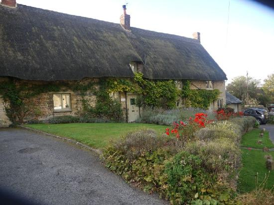 Cartwright Hotel: Aynho - One of the many Thatched Cottage