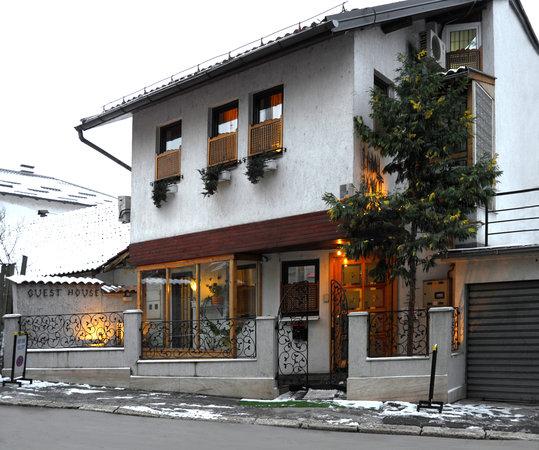 Halvat Guesthouse: Halvat home :))