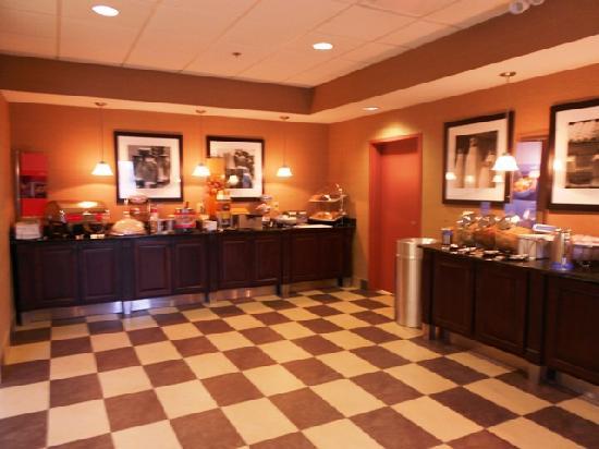 Hampton Inn & Suites Wilder: Complimentary Breakfast