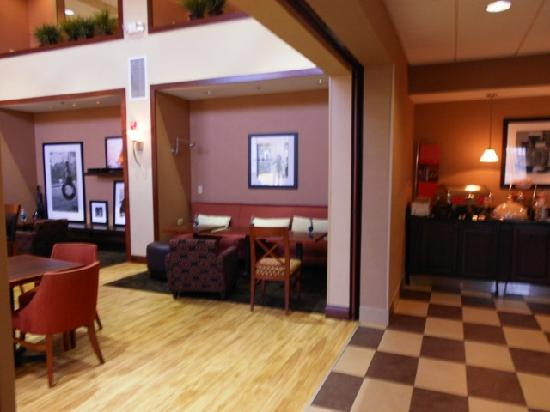 Hampton Inn & Suites Wilder : Dining Area