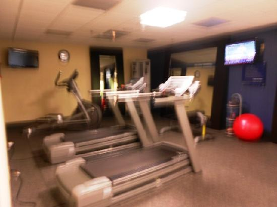 Hampton Inn & Suites Wilder: workout-sorry for fuzzy photo