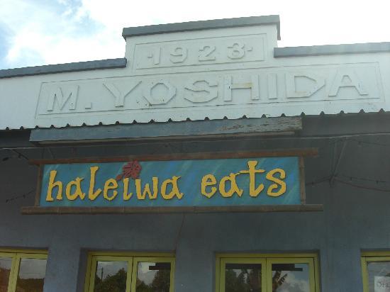 Haleiwa Eats Incorporated : 店名プレート、もと吉田商店の名残が見える