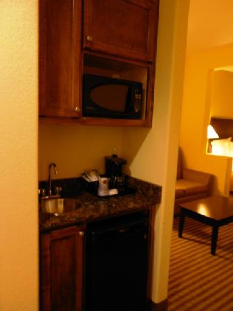 Holiday Inn Express Hotel & Suites Greenville : Kitchenette