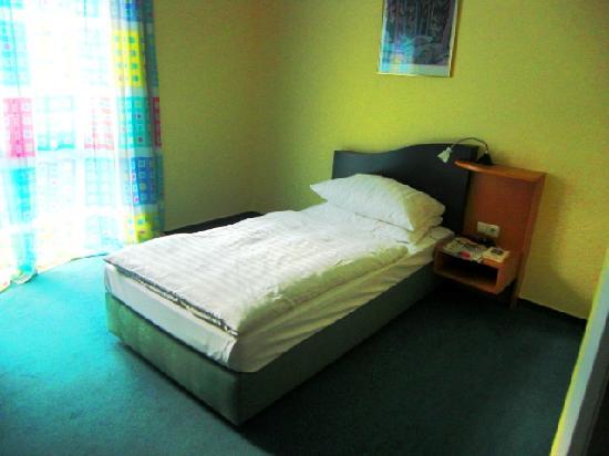 H+ Hotel Erfurt: Ein Einzelbett ist ein Einzelbett